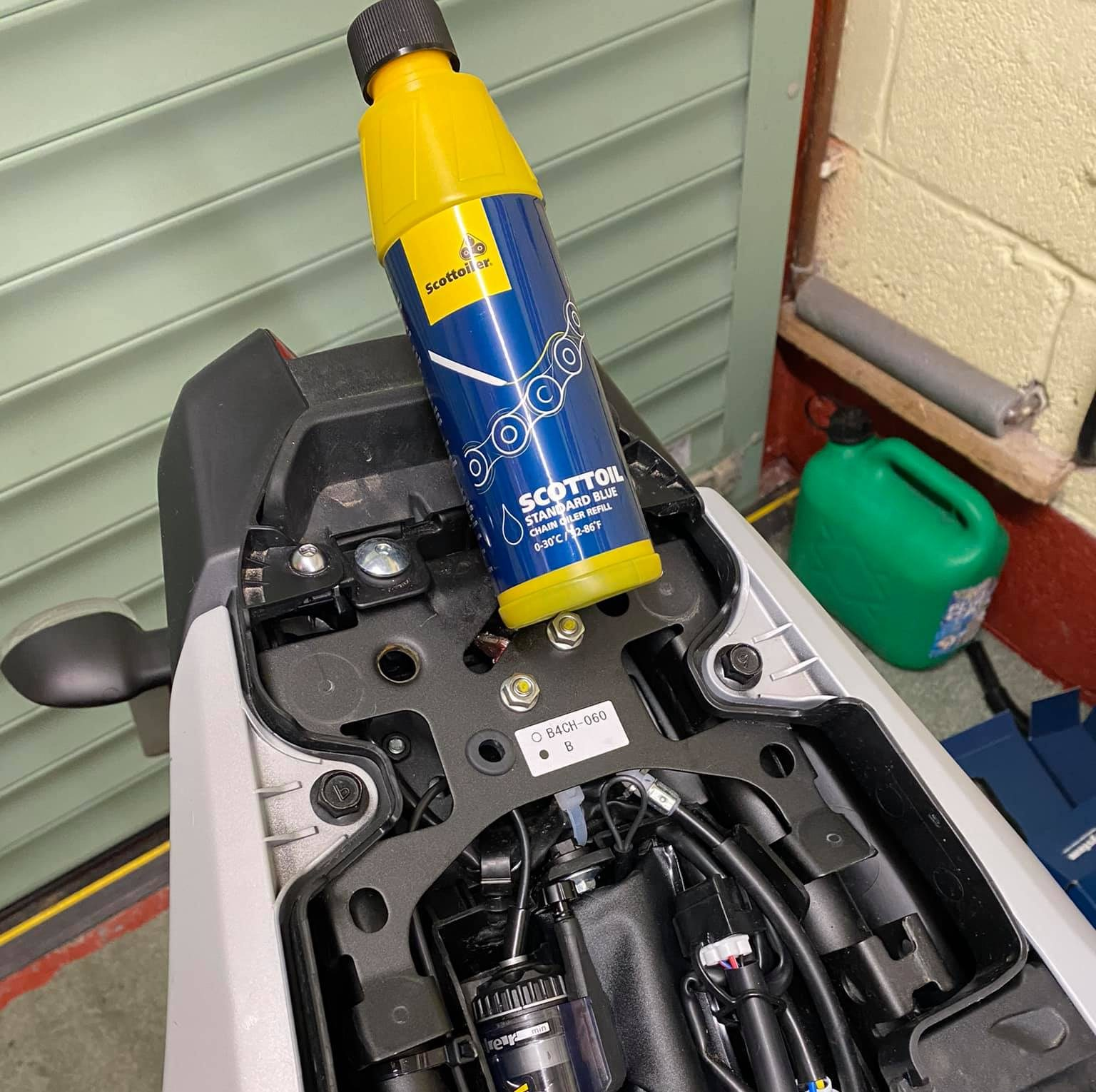 Fitting Automatic Chain Lubrications Systems